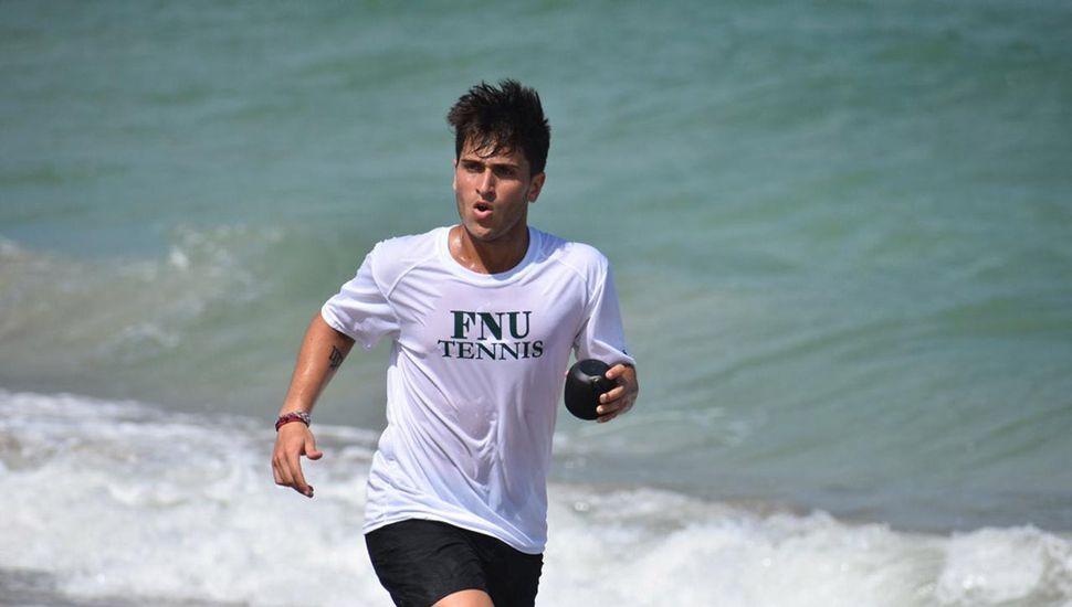 Jornadas intensas: Joaquín cursa por la mañana y entrena por la tarde.