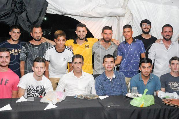 """Los jugadores de primera división de """"La Loba"""" festejaron el título liguista."""