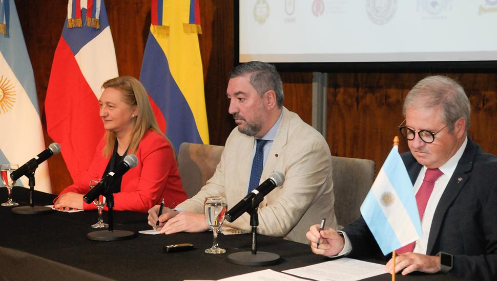 """Se realizó en la sede Junín de la Universidad, la apertura oficial del Encuentro internacional de Cavila, """"Aula Sin Fronteras""""."""