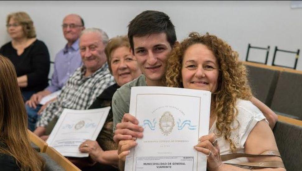 Se entregaron 71 nuevas escrituras a vecinos de General Viamonte