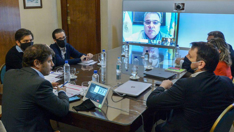 Kicillof anunció el auxilio crediticio provincial para los municipios en una teleconferencia con los 125 jefes comunales.