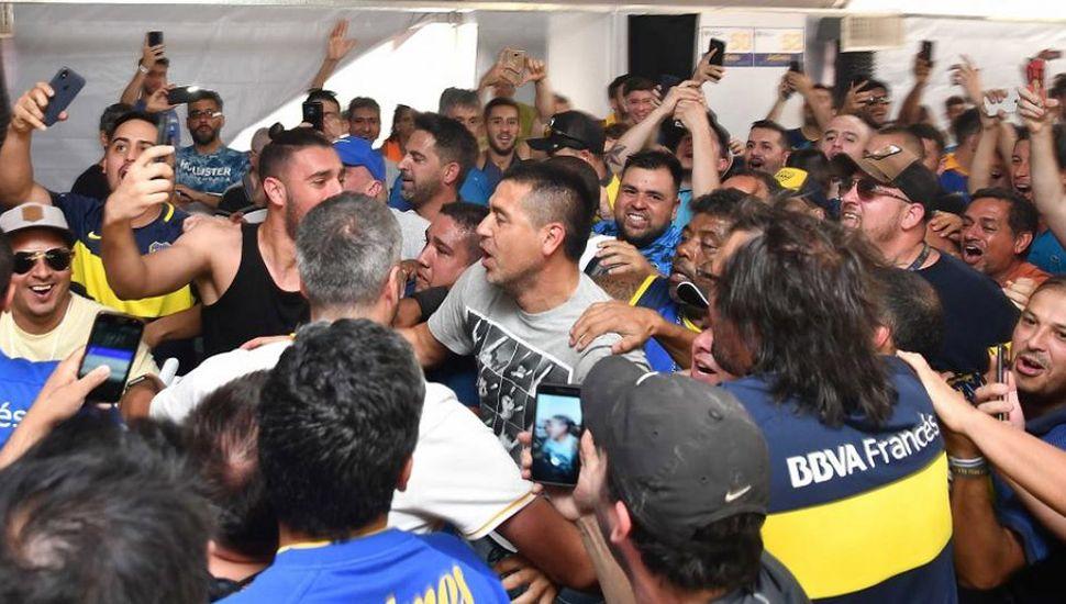 Juan Román Riquelme festeja el triunfo electoral.