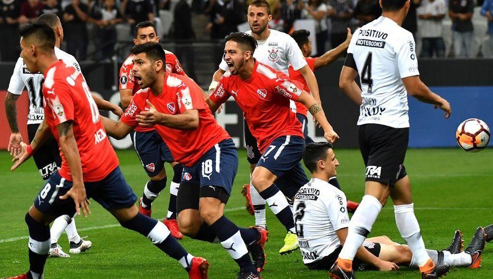 Independiente derrotó al Corinthians  2 a 1 y se ilusiona con la clasificación