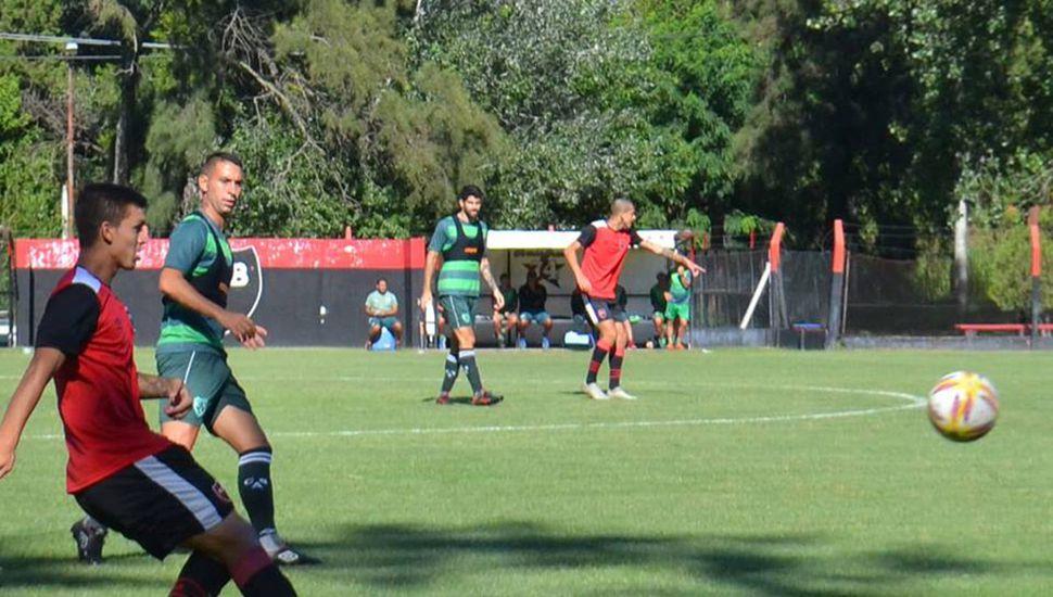 Sarmiento sumó minutos de fútbol en un nuevo amistoso.