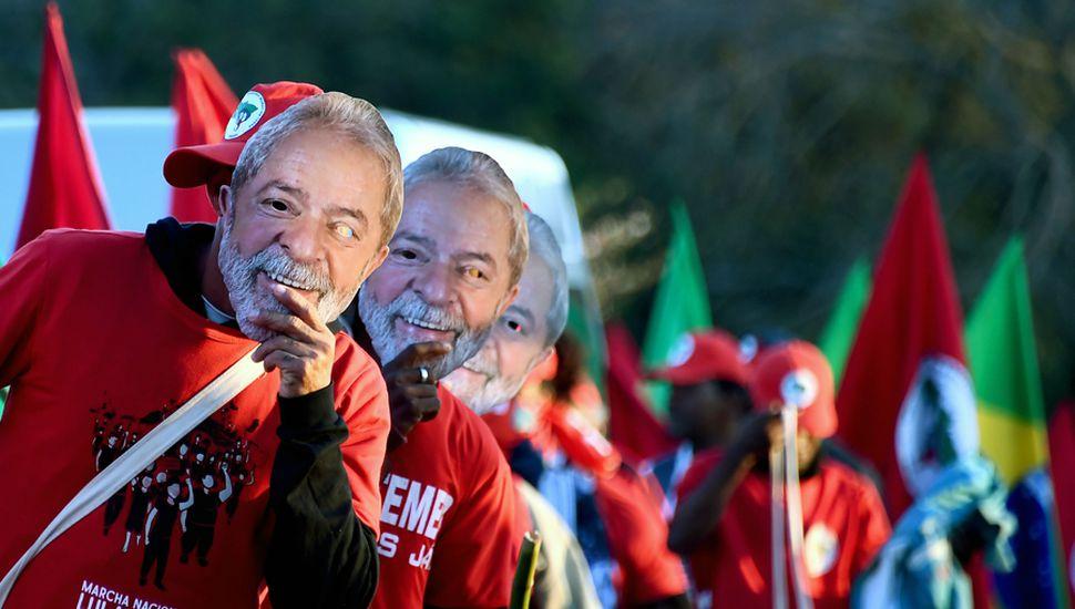 Lula Da Silva, que está detenido, es el dirigente con mayor intención de voto en Brasil.