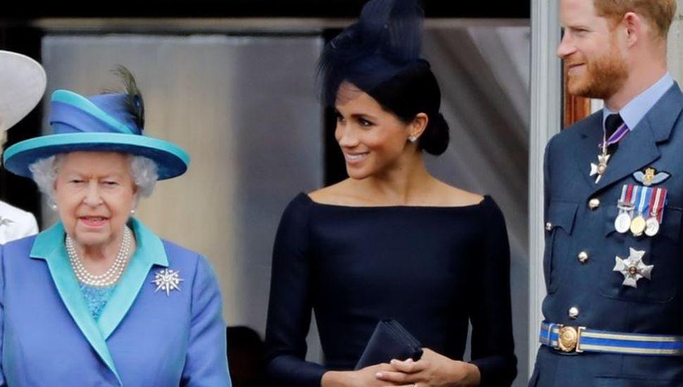 Habló la reina Isabel, tras la renuncia de Harry y Meghan a la realeza británica