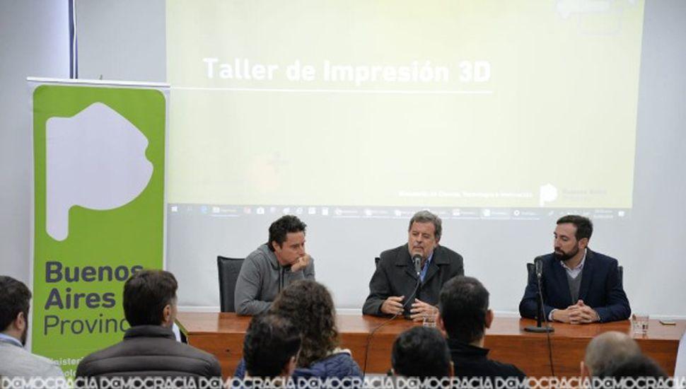 Los funcionarios Gabril Sánchez Zinny, Jorge Elustondo y Mariano Briolotti, en la apertura.