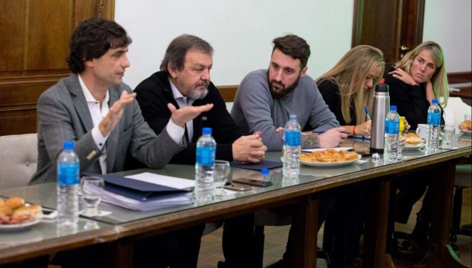 Senadores de Cambiemos mantuvieron un encuentro ayer, con el ministro de Economía bonaerense, Hernán Lacunza.