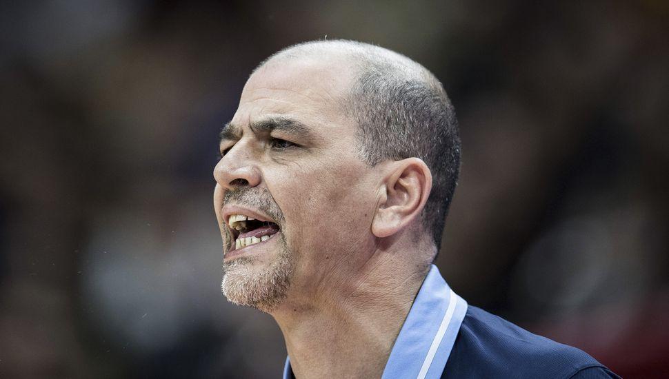 Sergio Hernández seguirá como técnico de la selección de básquet