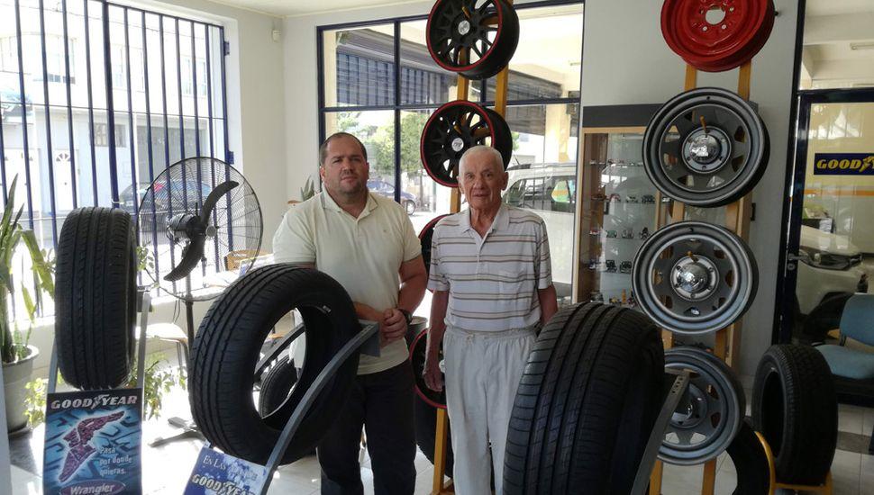 Atilio y Darío Bottazzi repasan la historia de su tradicional comercio que tiene más de cien años de trayectoria.