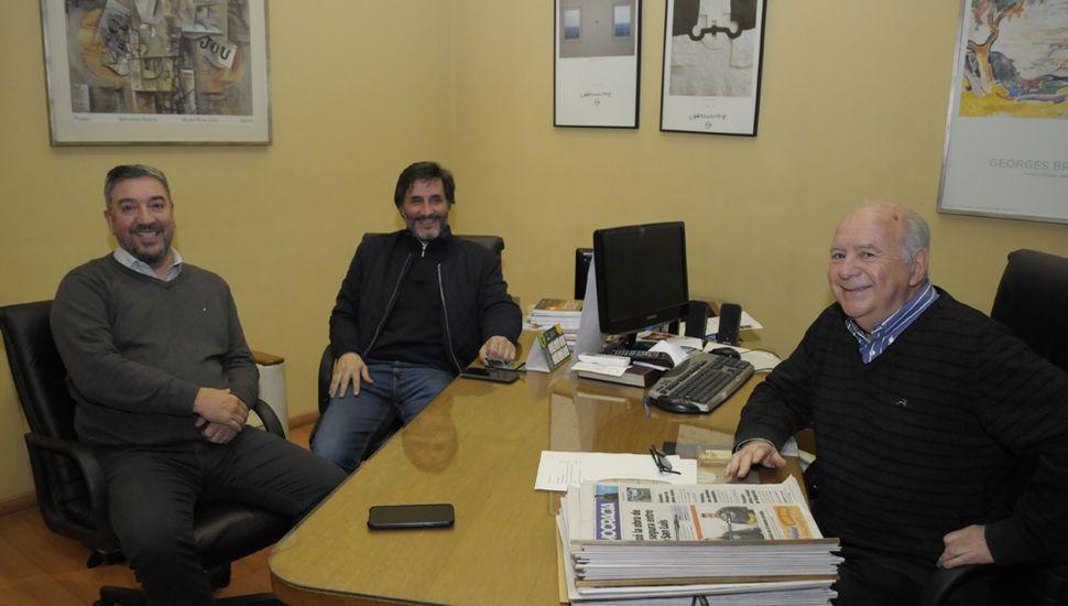 En la sala de dirección de este medio, Guillermo Tamarit, Marcelo Miró y Héctor Moisés Lebensohn.