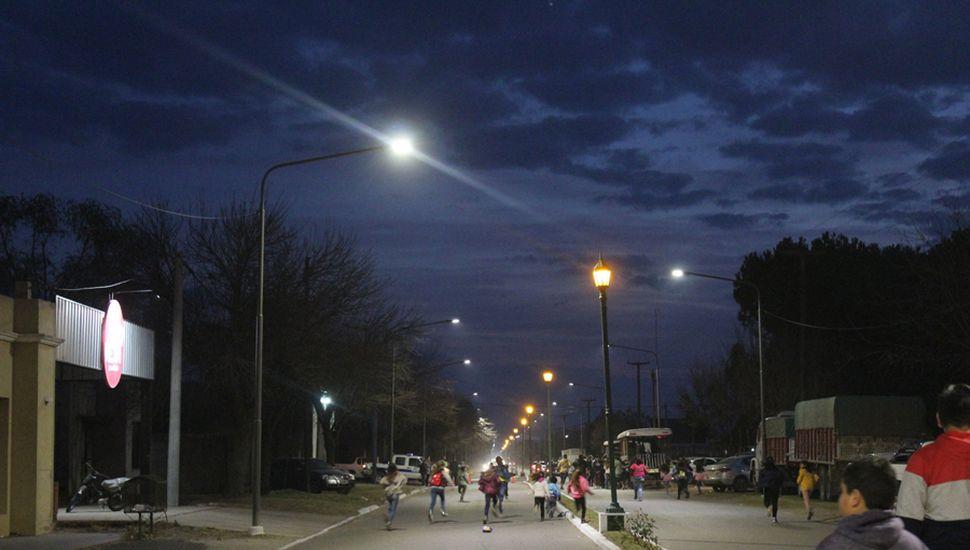 Iluminación en las calles de Alberdi.