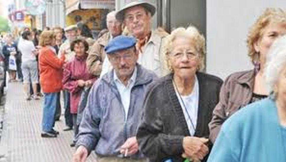 Los jubilados tendrán un aumento del 12,22% en septiembre y la mínima llegará a $12937