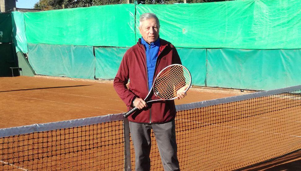 Como profesor de tenis, Miguel Ángel Galván formó a generaciones de deportistas de nuestra ciudad.