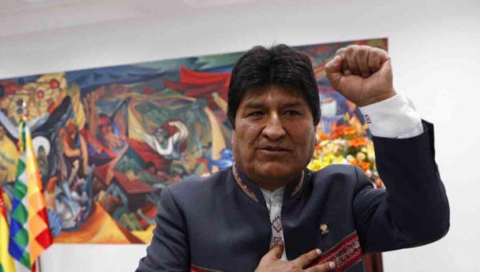 """Evo Morales se  proclama vencedor """"en primera vuelta"""""""