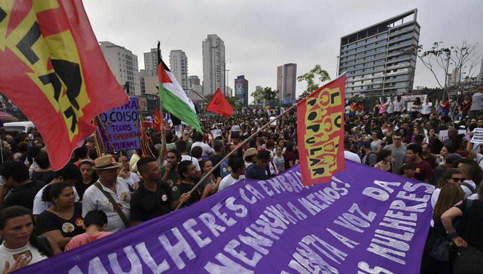 Miles de mujeres paulistas se manifestaron contra el candidato.