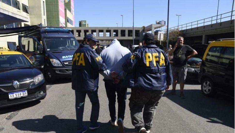 Mafia de los taxis: hay cuatro detenidos y secuestraron más de 50 vehículos