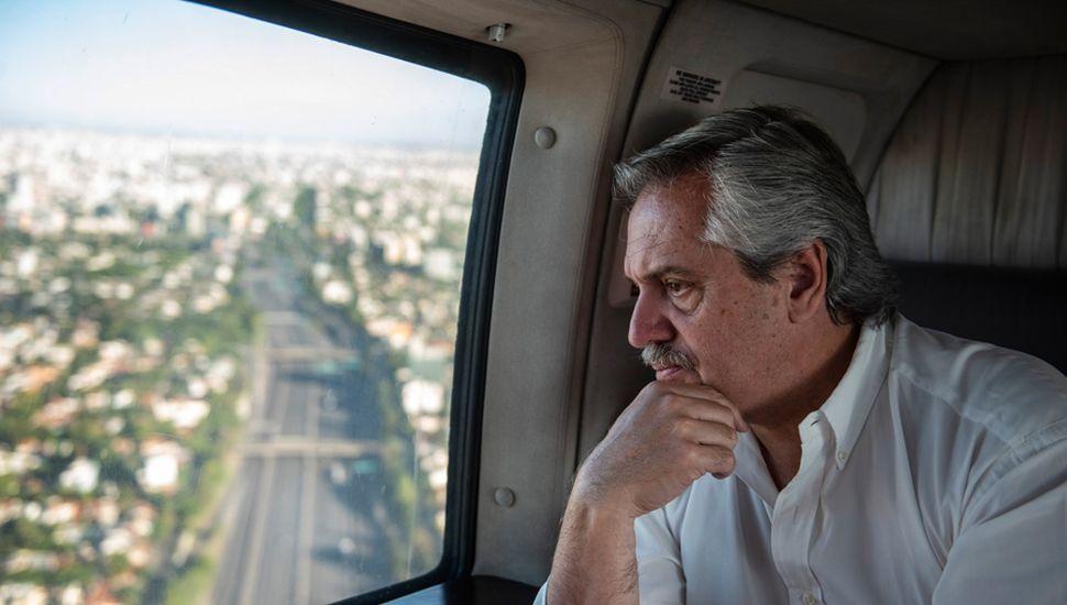 El presidente Alberto Fernández sobrevoló la zona metropolitana para verificar el cumplimiento del aislamiento social para contener el avance del coronavirus y quiere un acatamiento total.