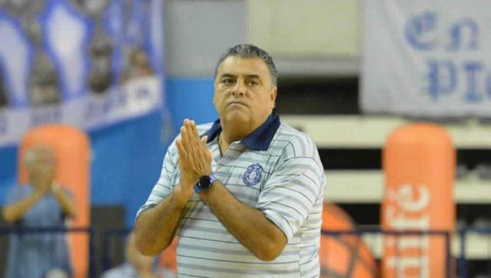El Negro Romano sigue como técnico de Peñarol.