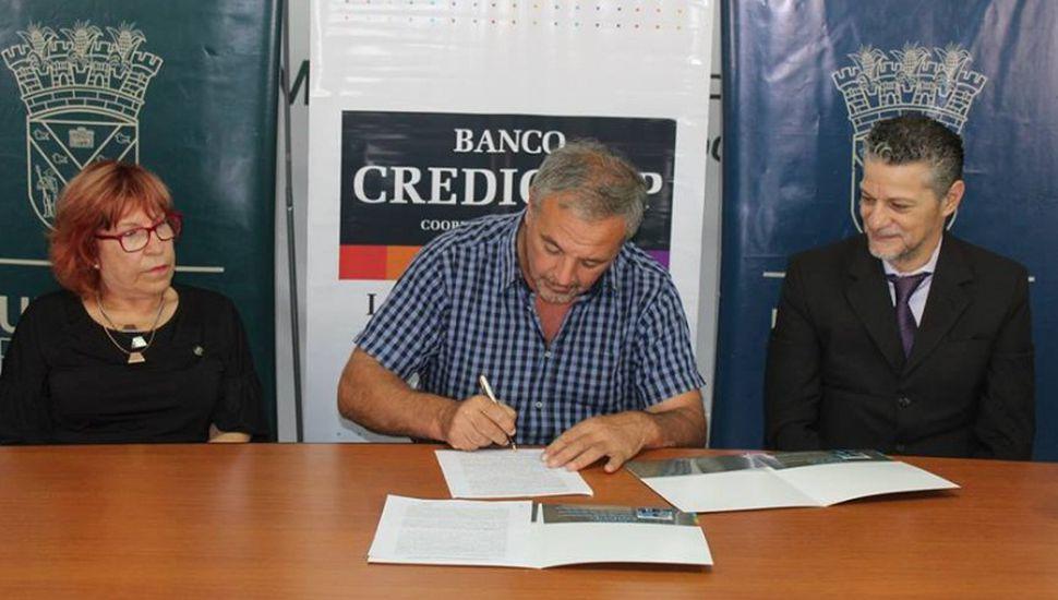 Rojas y Credicoop firmaron convenio para promover la actividad cultural