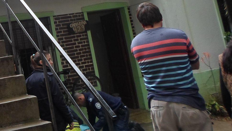 Personal policial le practicó maniobras RCP.