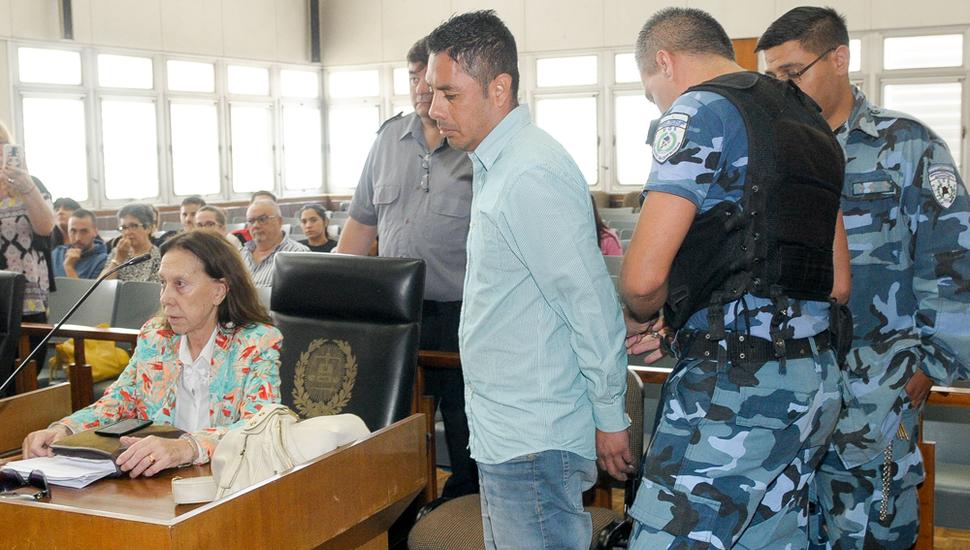 La reacción del acusado y el dolor de los familiares, ayer, en los tribunales de Junín, tras conocerse el fallo.