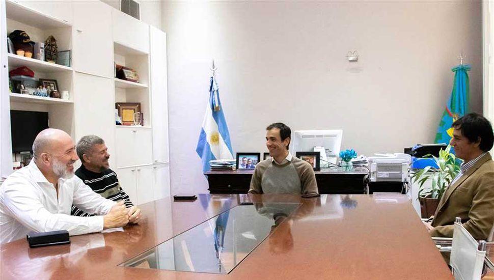 La dirigencia del Verde junto al intendente Petrecca.