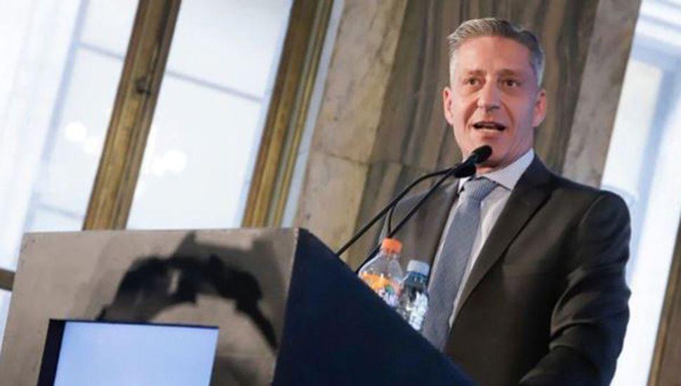 El gobernador de Chubut busca subir un 100% su sueldo