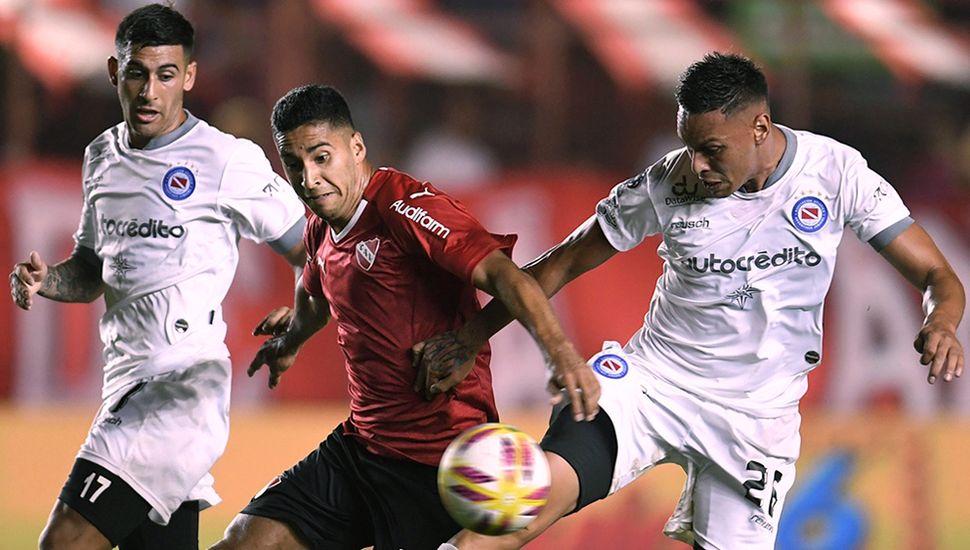 Independiente recibe a un ascendente Argentinos