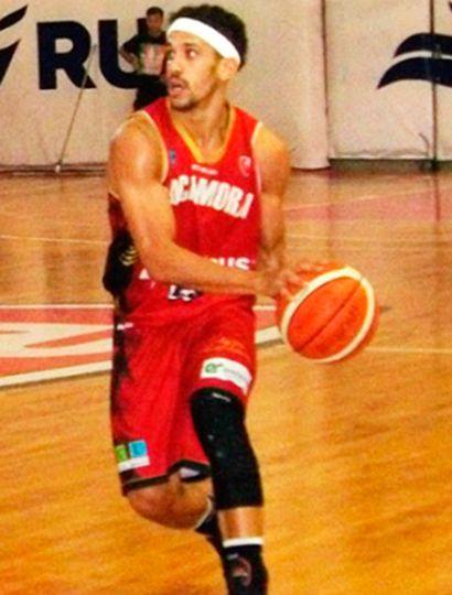 Mauro Araujo jugando para Tomás de Rocamora.