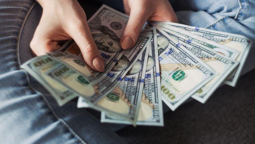 Volvió a bajar el dólar: $44,49