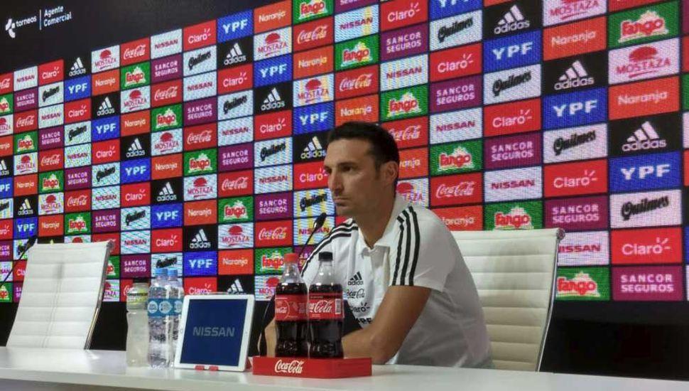 Scaloni reconoció que no charló con Messi sobre el futuro de la Selección argentina