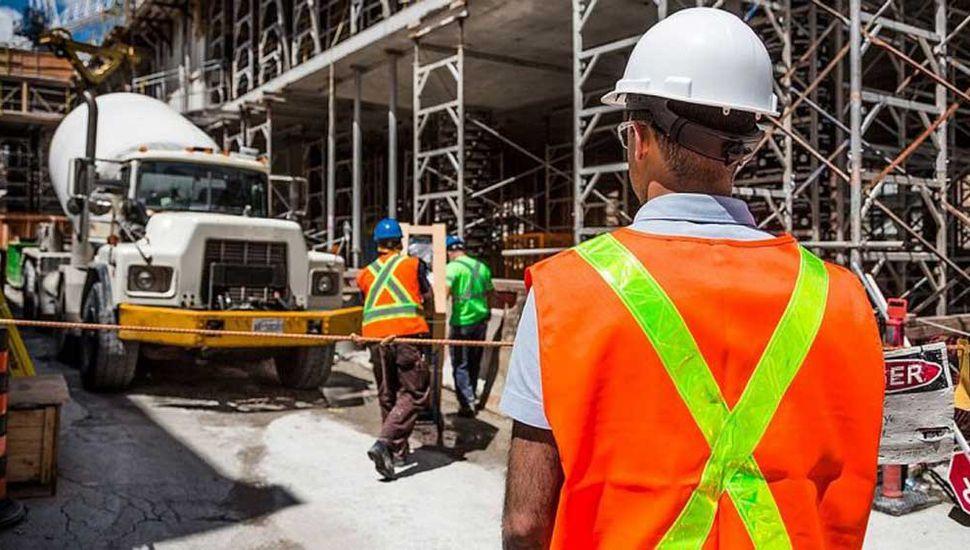 En marzo la industria cayó un 13,4% y la construcción un 12,3%