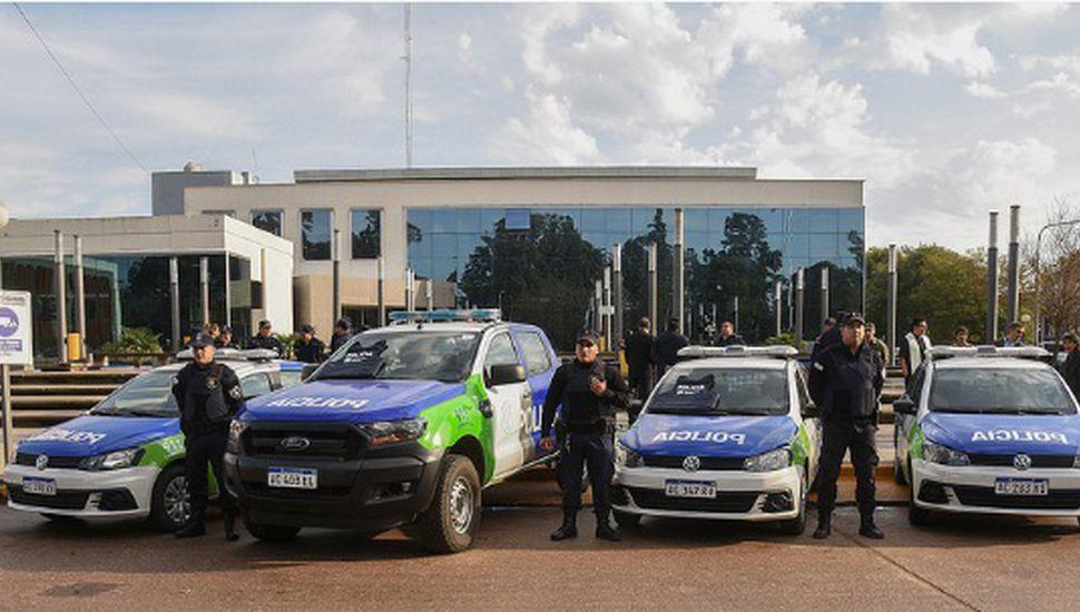Serenal entregó cuatro móviles 0km a la policía