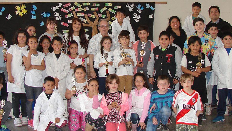 Varios de los alumnos que animaron el Prix de Ajedrez 2019 en la Escuela Primaria N° 3.