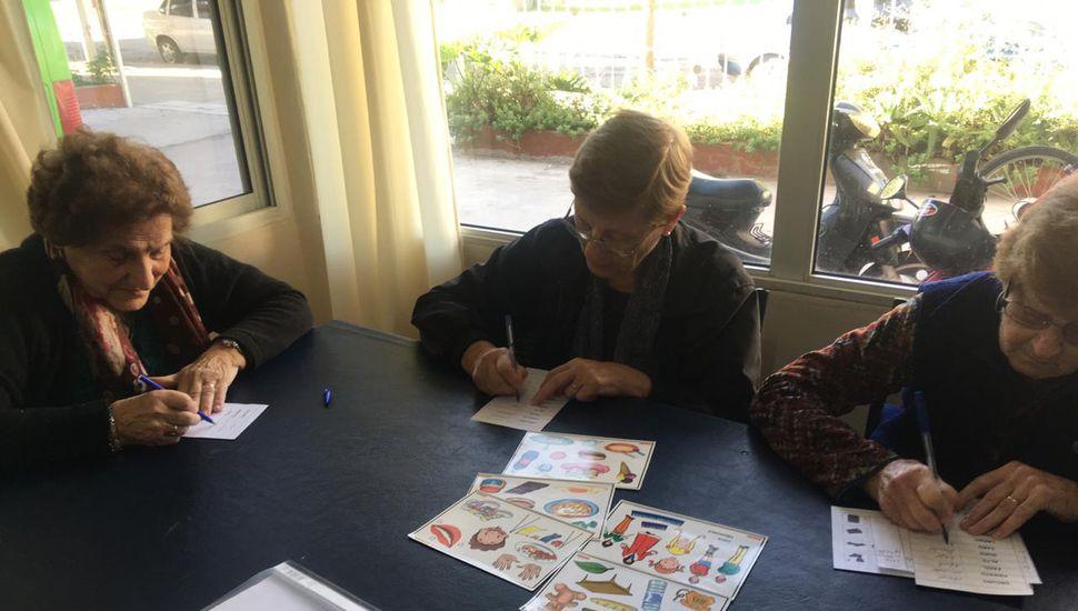 Comenzaron los talleres de estimulación cognitiva y arte en Arenales