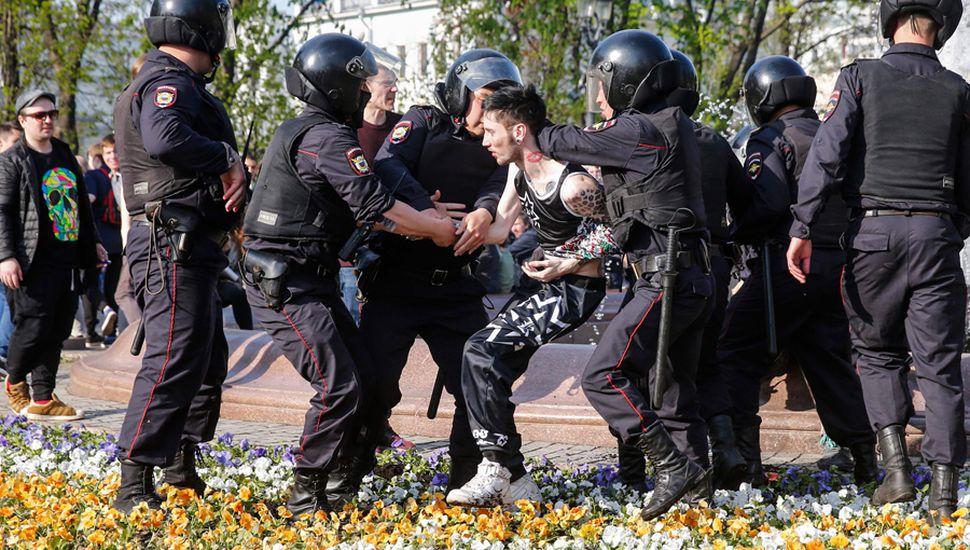 Fuerzas policiales detuvieron a Alexéi Navalni y más de un millar de partidarios.