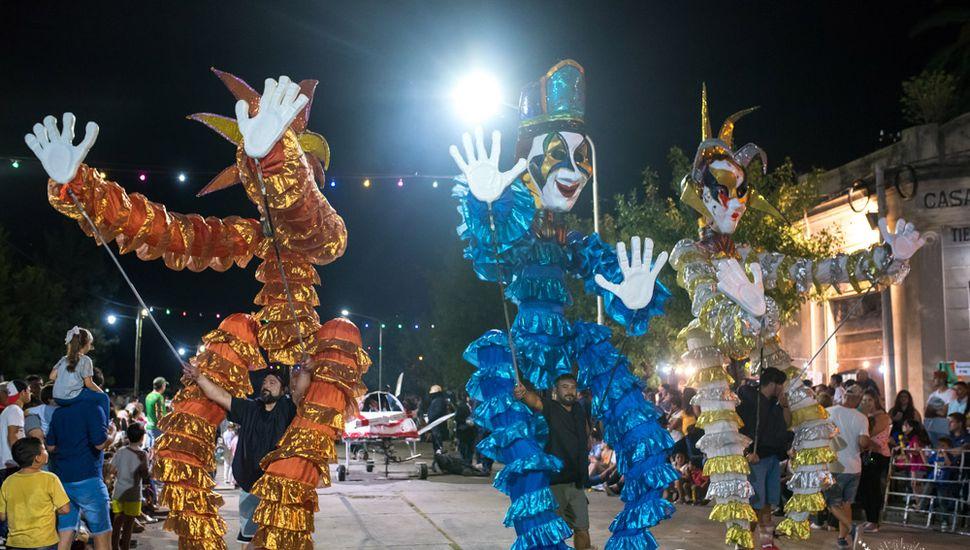 Multitudinarias noches de carnaval en El Triunfo