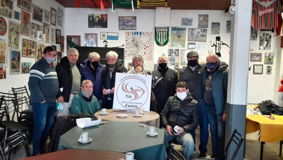 Entrenadores que participan en TUA en una reciente reunión.