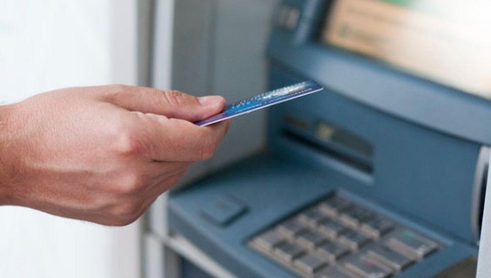 Realizan talleres de manejo de cajeros automáticos y Home Banking