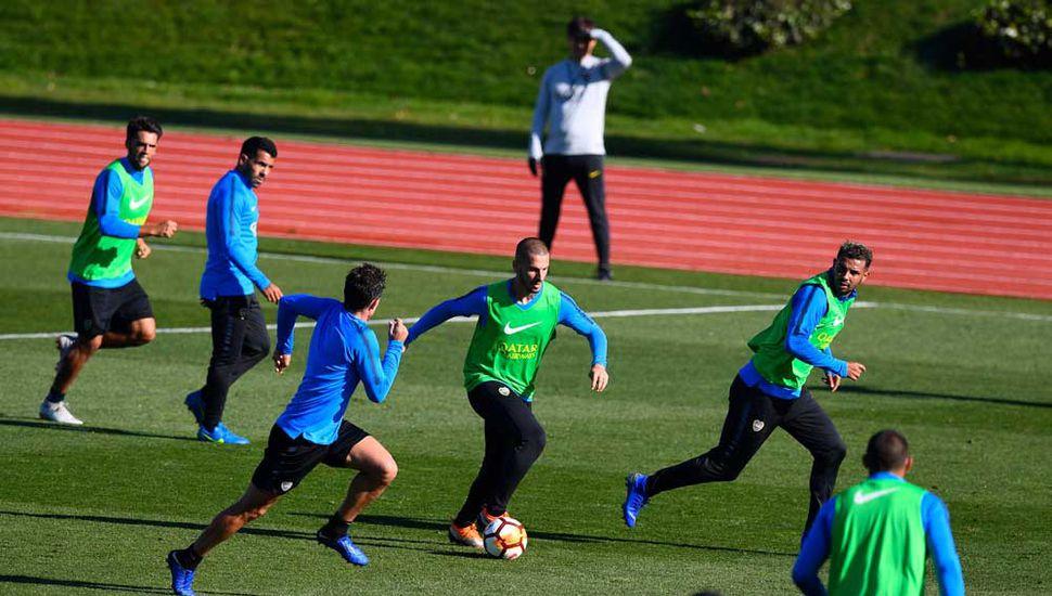 Darío Benedetto en el entrenamiento de ayer.