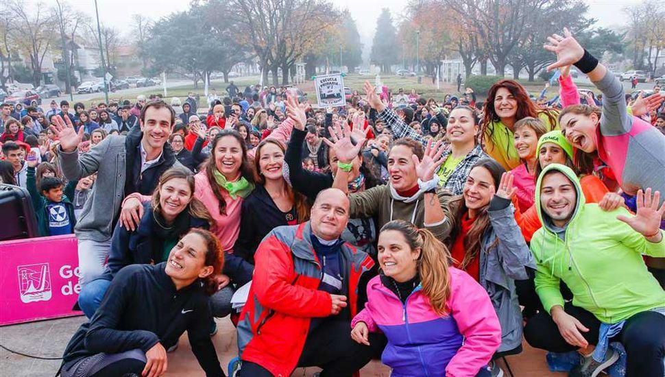 """El intendente Pablo Petrecca junto a quienes participaron del """"Día del Desafío"""", por el Programa """"Activate, viví mejor""""."""