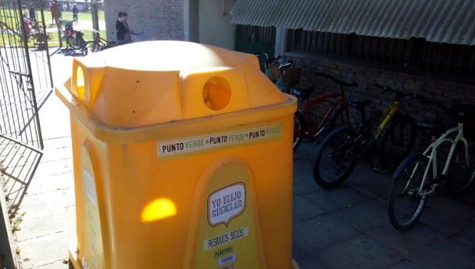 Campanas amarillas en la Escuela Normal.