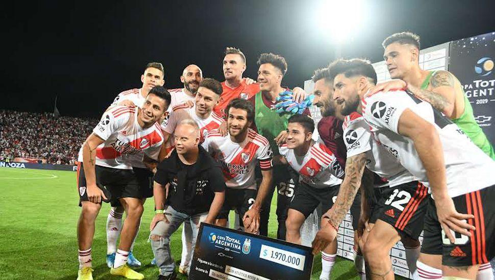 El equipo de Gallardo festejó el triunfo.