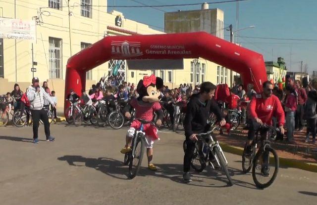 General Arenales celebró el Día del Niño con una nutrida bicicleteada