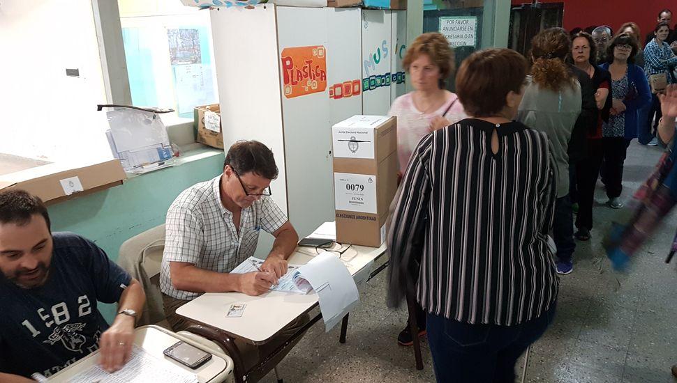Cerró la votación en todo el país y hay expectativa por los primeros resultados oficiales