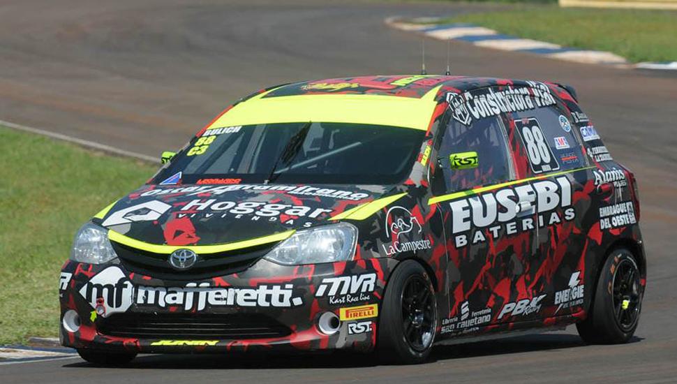 El juninense Nicolás Bulich corre en Concordia con el Toyota Etios que ahora prepara el ZP Sport.