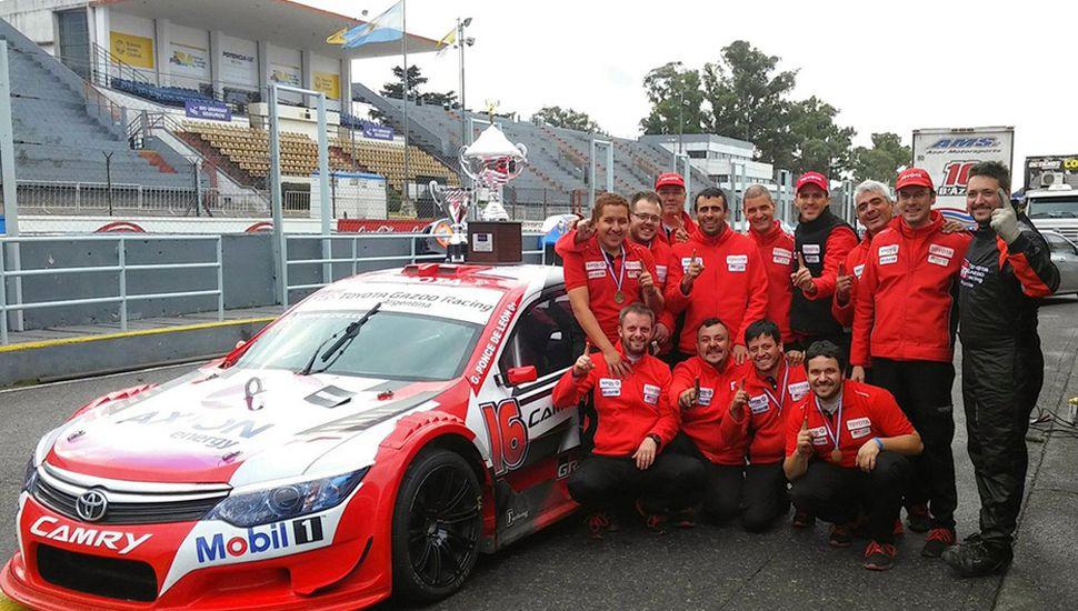 El juninense Gabriel Fernando Ponce de León y todo su equipo del Top Race V-6.