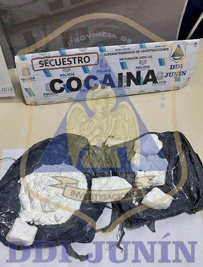 En un control policial sobre Ruta 7 cayó un joven que transportaba cocaína