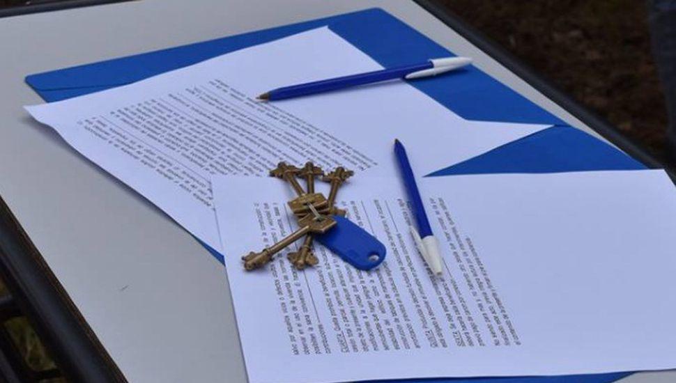 """Techo digno"": entregaron 26 llaves a vecinos de Ameghino"